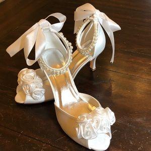 Brand new 7.5 wedding bridal dyable satin shoes
